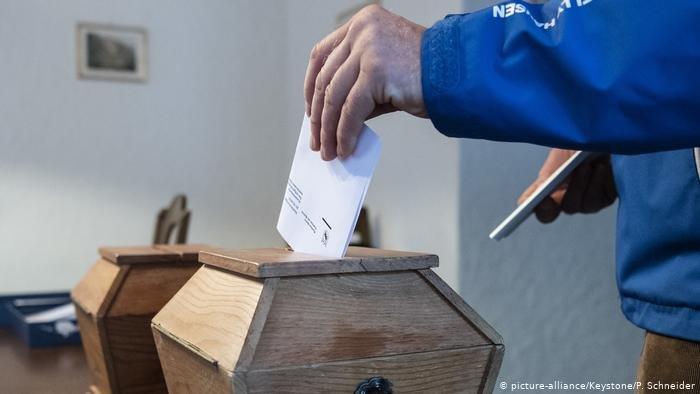 لا يرى آشتي آمير أن نتائج الانتخابات السويسرية ستؤثر كثيراً على ملف الهجرة واللجوء