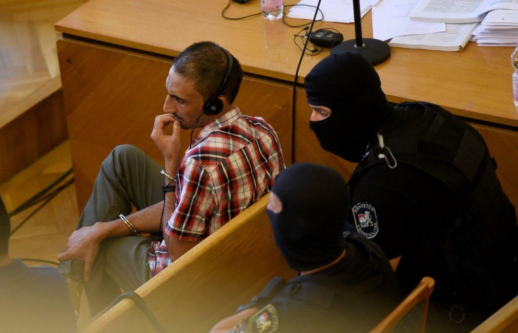 REUTERS/Tamas Kaszas |L'Afghan Samsoor Lahoo avait développé un réseau quasi industriel de trafic d'êtres humains vers l'ouest de l'Europe en pleine vague migratoire. Il a été condamné à 25 ans de prison, le 14 juin 2018, en Hongrie, pour la mort de 71 migrants en 2015.