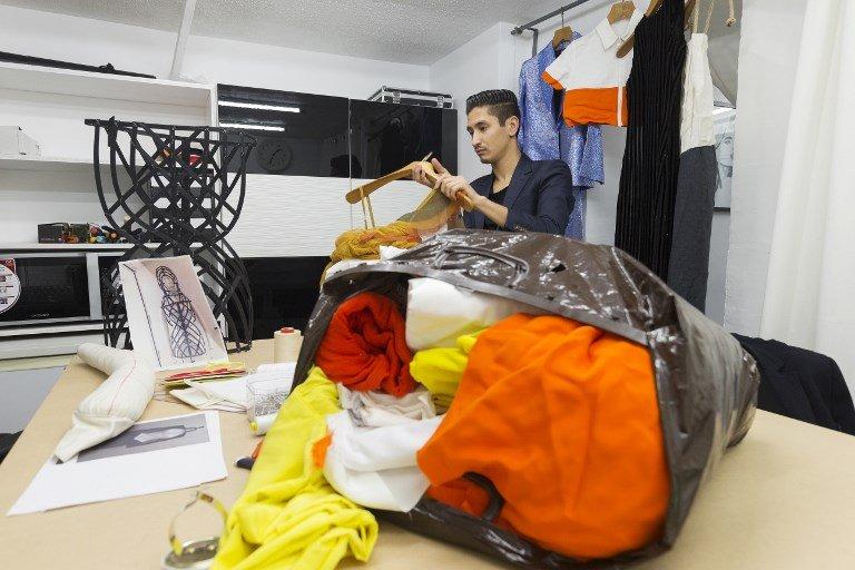 JOEL SAGET / AFP |Sami Nouri au travail dans son atelier parisien, le 24 mars 2017.