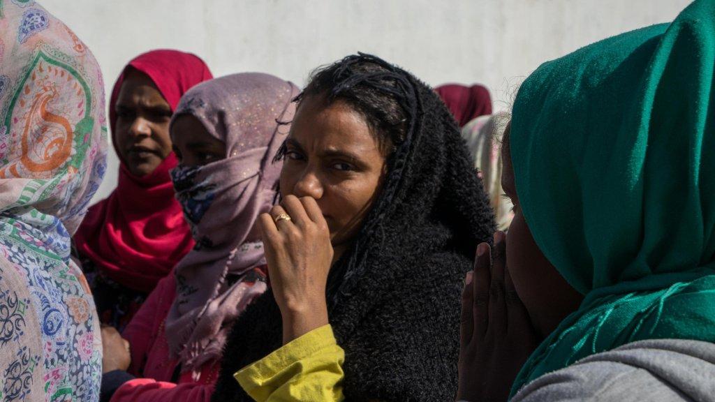 Ansa / مهاجرات محتجزات في مركز السكة في طرابلس. المصدر: أنسا/ زهير أبو سرويل.
