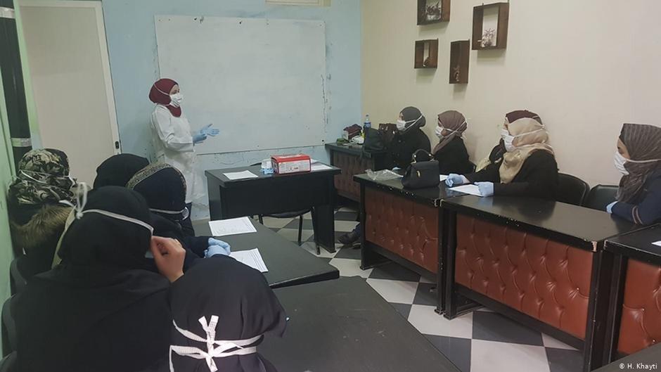 At the women's center, trained nurses give information on the novel coronavirus | Photo: H.Khayti