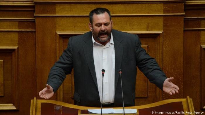 یوانیس لاگوس، نماینده پارلمان اتحادیه اروپا از حزب یونانی «طلوع طلایی» ادعا کرد که هفته گذشته ۵۰۰ مهاجر کمپ موریا را به آتش کشیده اند