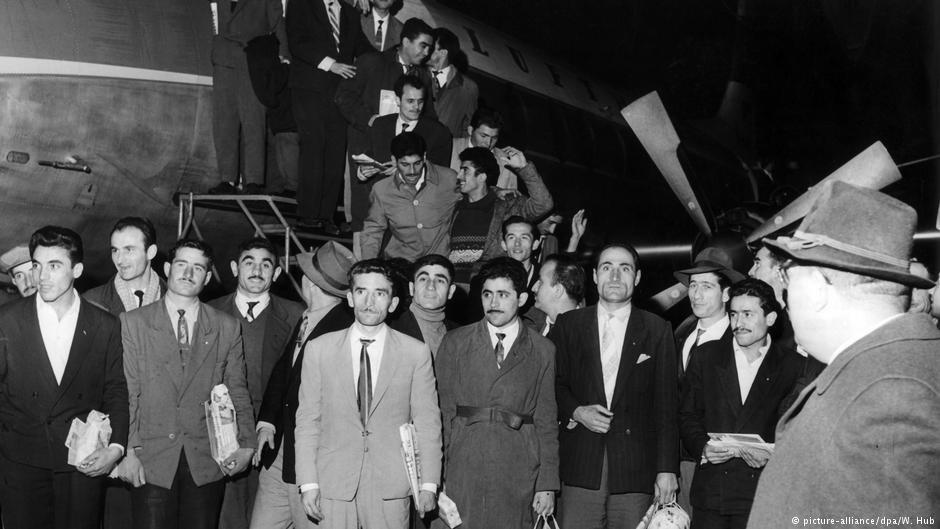 """میلیون ها کارگر از ایتالیا، ترکیه و یونان از آغاز دهه ۱۹۶۰ به عنوان """"کارگران مهمان"""" به آلمان آمدند"""