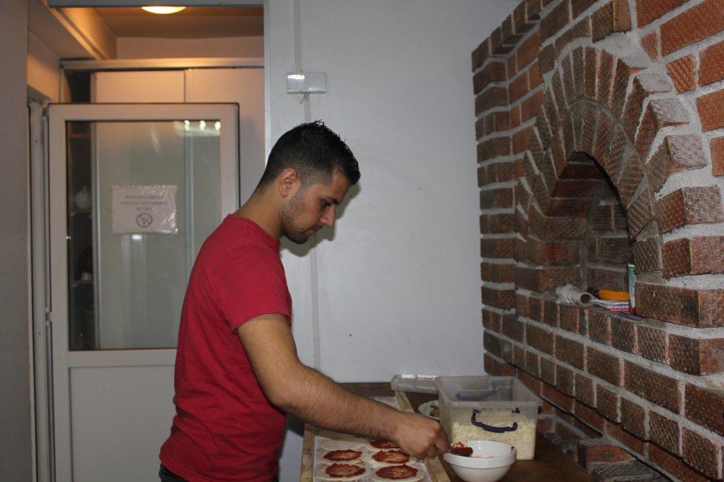 مصطفى منان، لاجيء سوري مستقر في بوخارست ناجح في عمله ولا يشعر بغربة