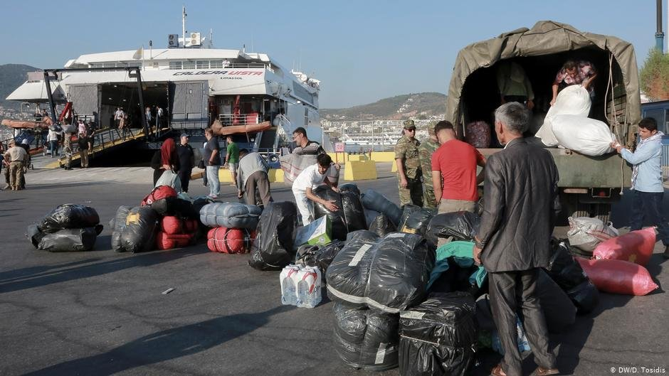 A group of refugees preparing to board a boat  Photo DWD Tosidis