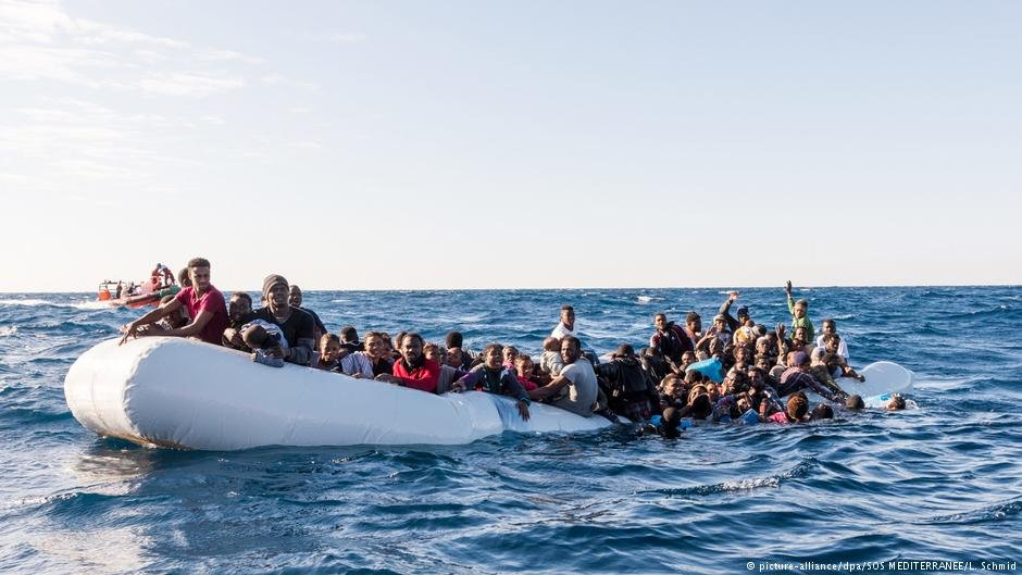 Migrants in the Mediterranean aboard a sinking dinghy. | Photo: Picture Alliance / dpa / SOS MEDITERRANÉE / L. Schmid