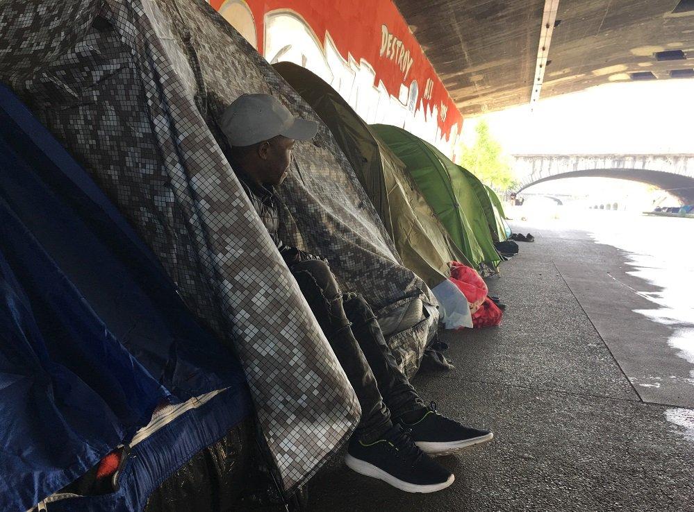 Salamah, Érythréen, vit dans le camp du Millénaire depuis 5 mois. Crédit : InfoMigrants