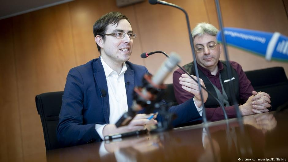 AfD politicians Frieser (L) and Tassis (R) say they want to 'correct' the party's xenophobic image   Photo: Picture-alliance/dpa/K.Nietfeld