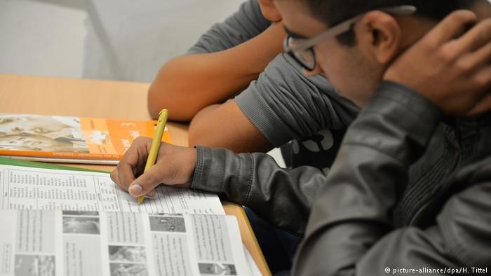 طالب يتعلم اللغة في مدرسة ألمانية