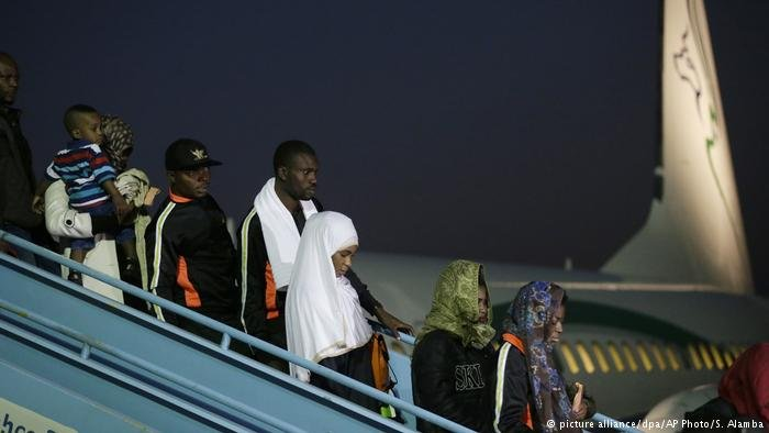 Des migrants nigérians rentrent à Lagos (picture alliance/dpa/AP Photo/S. Alamba)