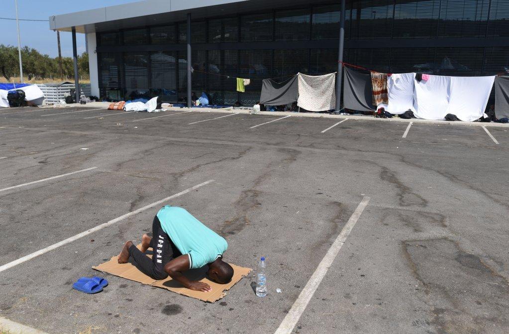 موسا، مهاجر افریقایی ۹۰ روز را در مرکز بازداشت مهاجران گذرانده است.  اوهنگام آتش سوزی در موریا، بار دیگر در بازداشت به س ر میبرد. عکس از مهدی شبیل/مهاجر نیوز