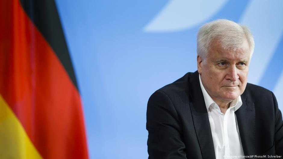 Interior Minister Horst Seehofer wants camps outside EU borders | Photo: Picture-alliance/AP Photo/M.Schreiber