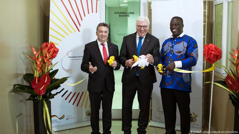 The German president opens the Ghanaian-German Centre for Jobs, Migration and Reintegration in Accra. Left to right: Friedrich Kitschelt, State Secretary, Federal Ministry for Economic Cooperation and Development; Frank-Walter Steinmeier, German president, Ignatius Baffour-Awuah, Ghanaian Minister for Employment and Labour Relations