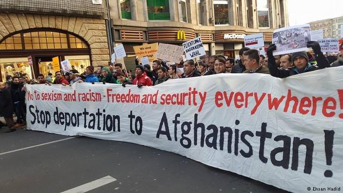 طالبو اللجوء الأفغان يطالبون بعدم ترحيلهم