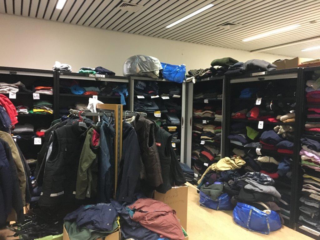 ملابس تقدم للمهاجرين