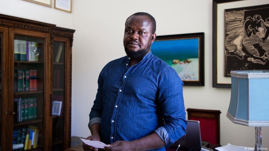 Moses Isaac Osazuwa dans le bureau de son avocat  Photo  DWE Oddone