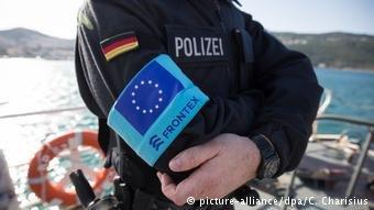 یک عضو نیروهای آژانس محافظت از مرزهای خارجی اتحادیه اروپا.