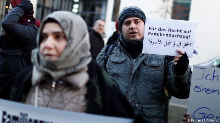 لاجئون يطالبون بالسماح لهم بلم شمل عوائلهم في احتجاج أمام البرلمان الألماني