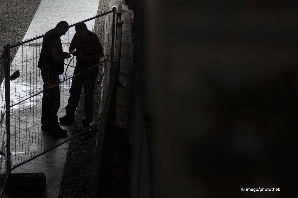 نه تنها خارجیان بلکه شماری از شهروندان آلمان هم به پیشبرد کار سیاه در این کشور مبادرت می ورزند.