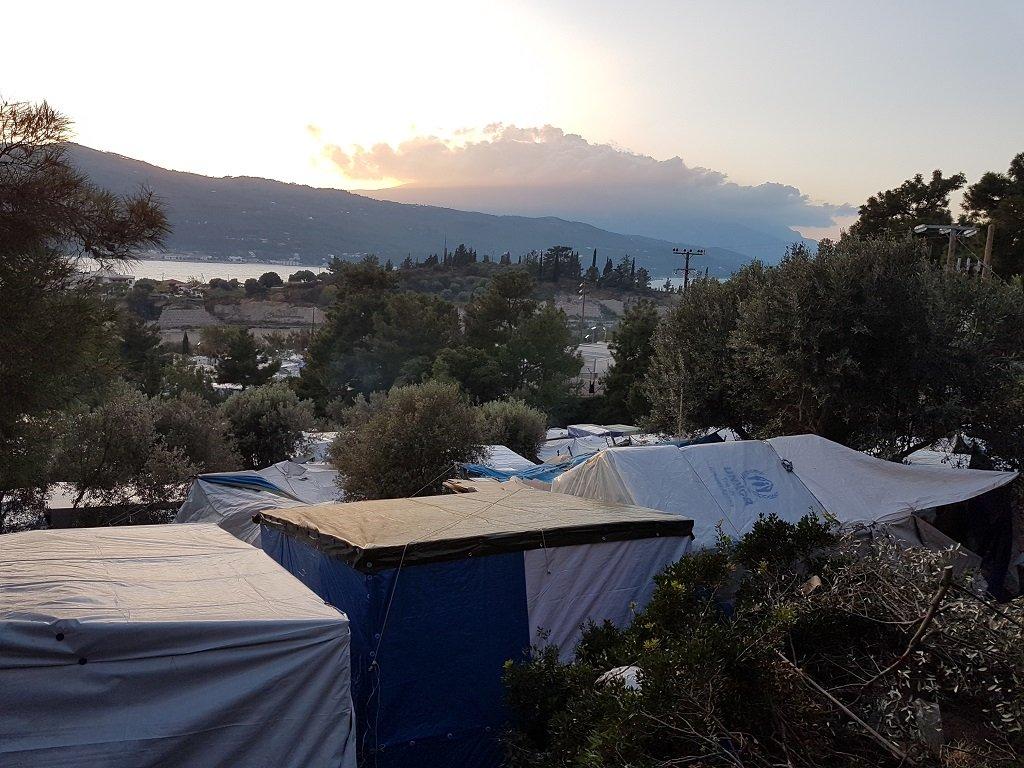 يقع مخيم فاتي على سفح جبل مطل على خليج مدينة فاتي السياحي، 1 كانون الأول/ديسمبر 2019. شريف بيبي/مهاجر نيوز