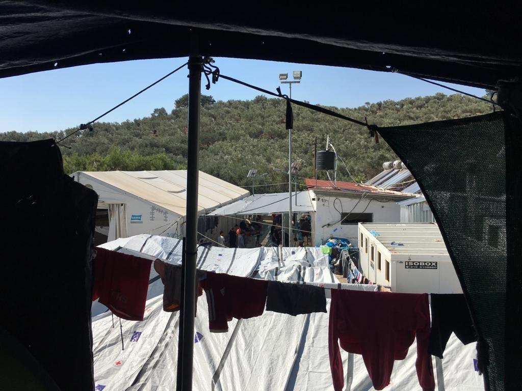 ممارسات الشرطة في مخيم موريا في اليونان.. ترهيب أم إجراءات أمنية؟