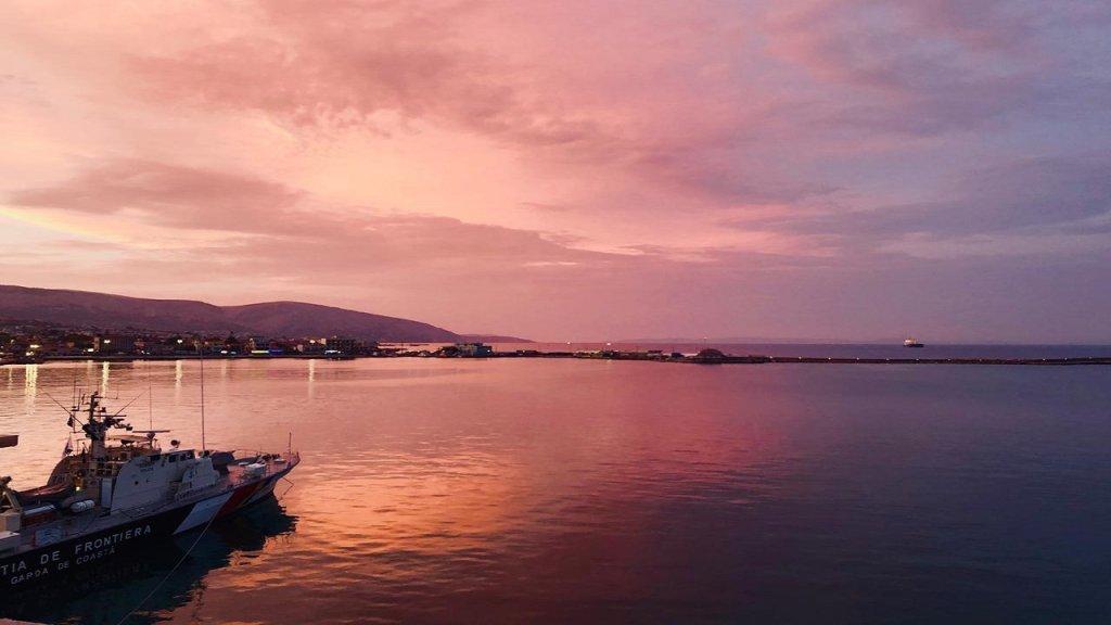 ميناء جزيرة خيوس، من المقعد الذي اعتاد طارق الجلوس عليه. المصدر/ طارق أرسل الصورة