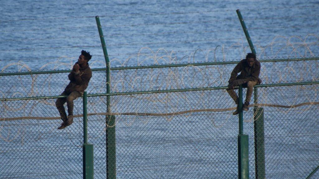 Comme ces deux jeunes hommes de nombreux migrants tentent chaque anne dentrer en Espagne via la petite enclave de Ceuta situ au Maroc Crdit  Reuters