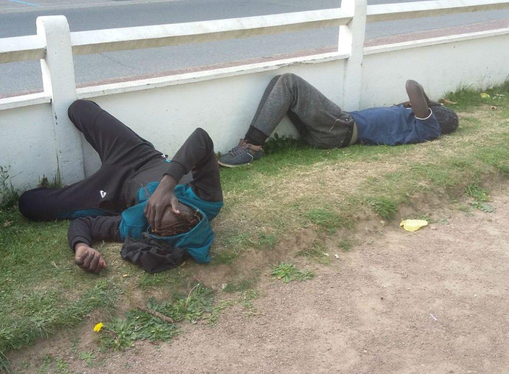 Plusieurs migrants à Ouistreham ont été victimes de jets de gaz lacrymogène. Certains ont perdu connaissance. Crédit : Camo
