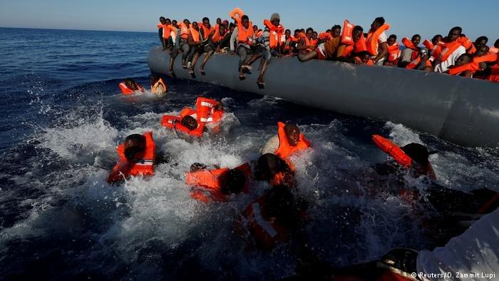 Image d'archive d'un naufrage en Méditerranée. Crédit : Reuters