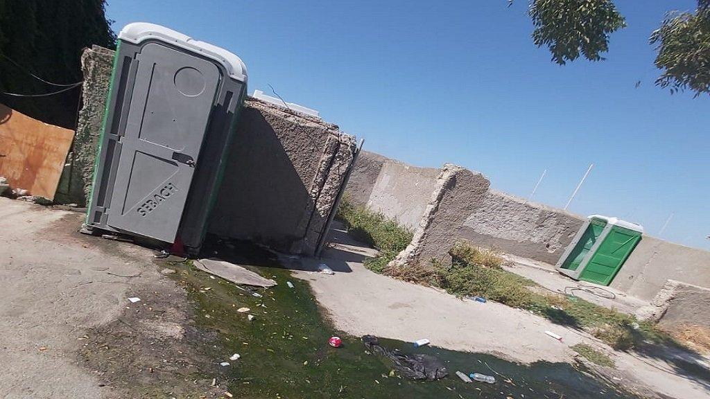 يفتقر مركز الإيواء في رودس للمرافق الصحية الملائمة لاستيعاب اللاجئين المتواجدين فيه. أرسل الصورة أحد اللاجئين المقيمين في المركز.