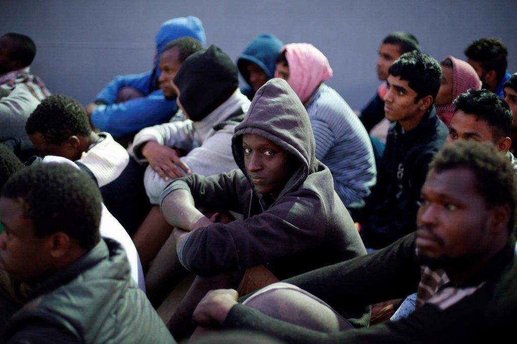 Des migrants de retour en Libye après avoir été interceptés par les garde-côtes libyens. Crédit : Reuters