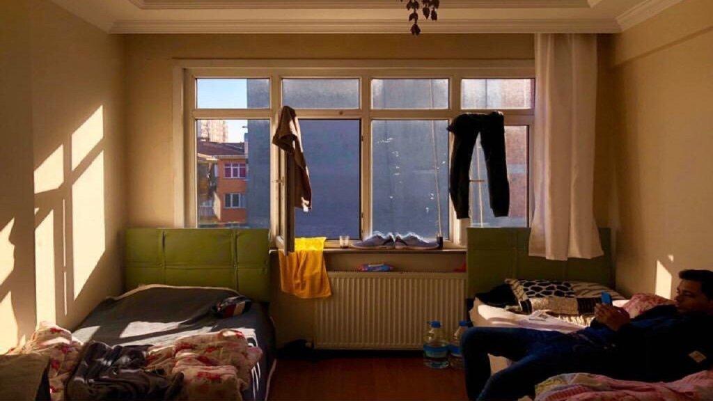 إحدى الغرف التي عاش فيها طارق خلال رحلته. المصدر/ طارق أرسل الصورة