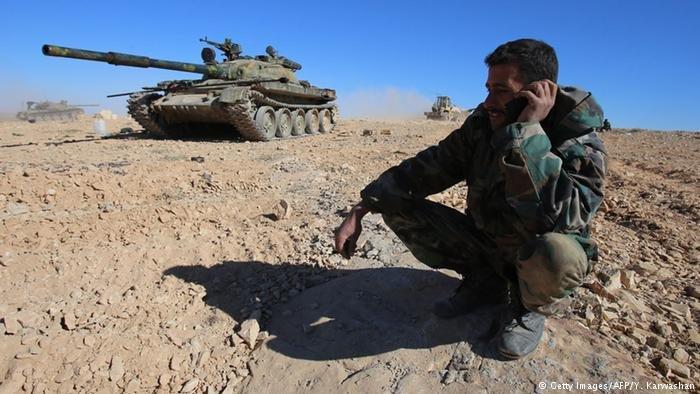 يخشى العديد من اللاجئين من العودة إلى سوريا بسبب خوفهم من سوقهم إلى الجيش