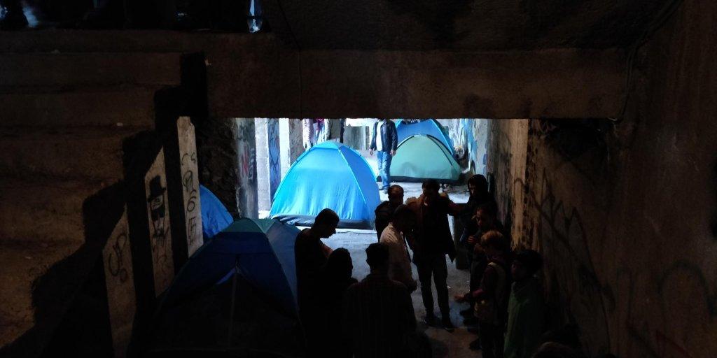 مهاجران در کمپ بیهاچ در شمال بوسنیا. عکس از مهاجر نیوز