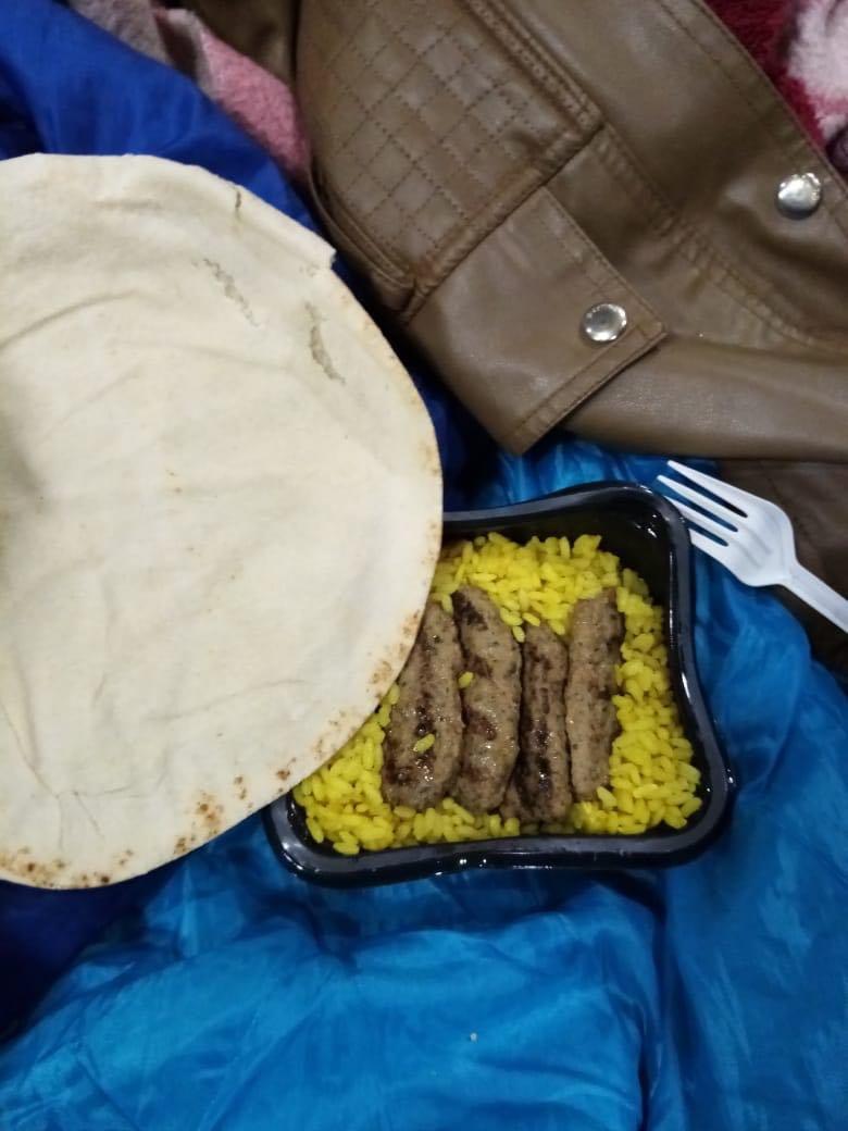 Les migrants à bord du navire se plaignent de la nourriture. Crédit : DR