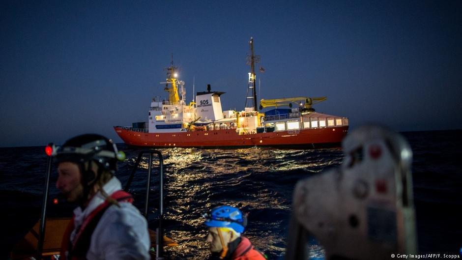 """عکس از دویچه وله/ کشتی سازمان کمکرسان موسوم به """"لایف لاین""""."""