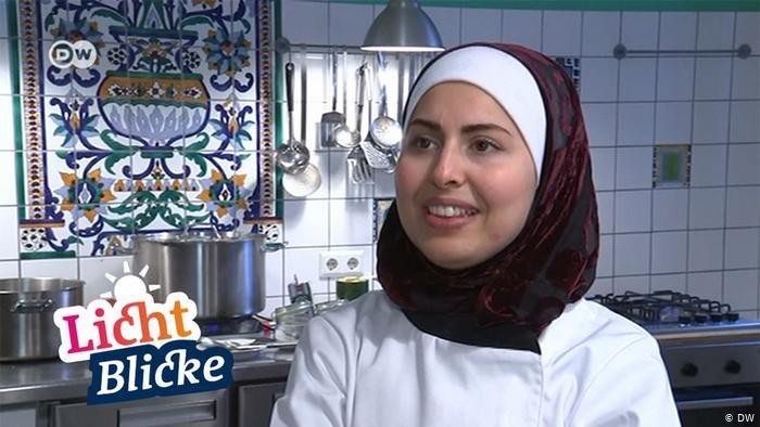 ملکه جازماتی پنج سال پیش به عنوان مهاجر به آلمان آمد و حالا رستورانت خودش را مدیریت می کند.