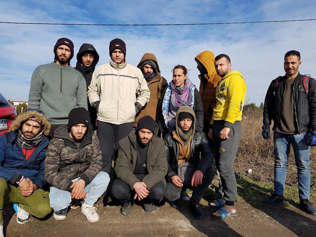 مجموعة من المهاجرين خارج المركز في سوبوتيسا، 7 شباط/فبراير 2020. شريف بيبي / مهاجر نيوز