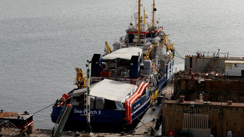 Le navire humanitaire allemand Sea Watch 3 au port de La Valette à Malte, le 2 juillet 2018. Crédit : Reuters