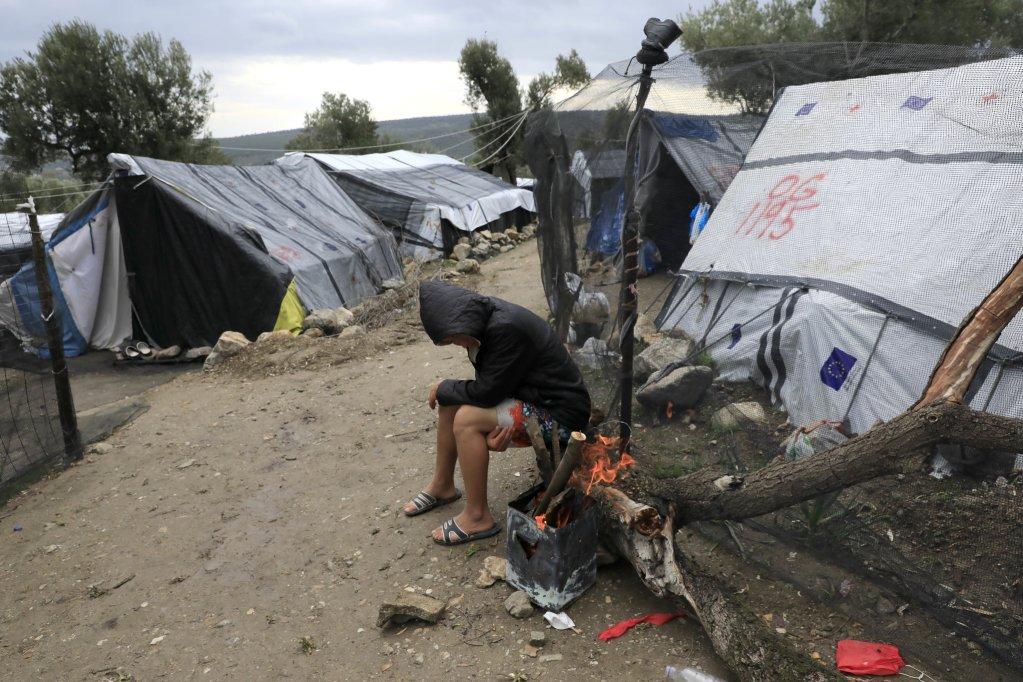 Des centaines de rfugis vivent dans des conditions dextrme pauvret sans eau courante ni lectricit Ils vivent dans le noir exposs aux conditions mtorologiques difficiles Crdit  Giorgos Moutafis pour Oxfam