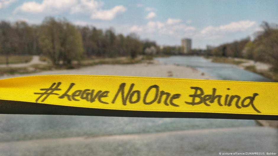Banners reading 'Leave No One Behind' have appeared in German cities to demand that refugee camps in Greece be evacuated | Photo: Picture-alliance/ZUMAPRESS/S.Babbar