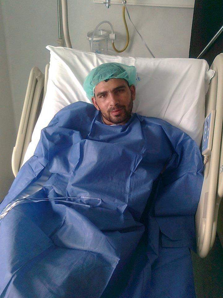 خالد الجزار أثناء تلقيه العلاج في إيطاليا