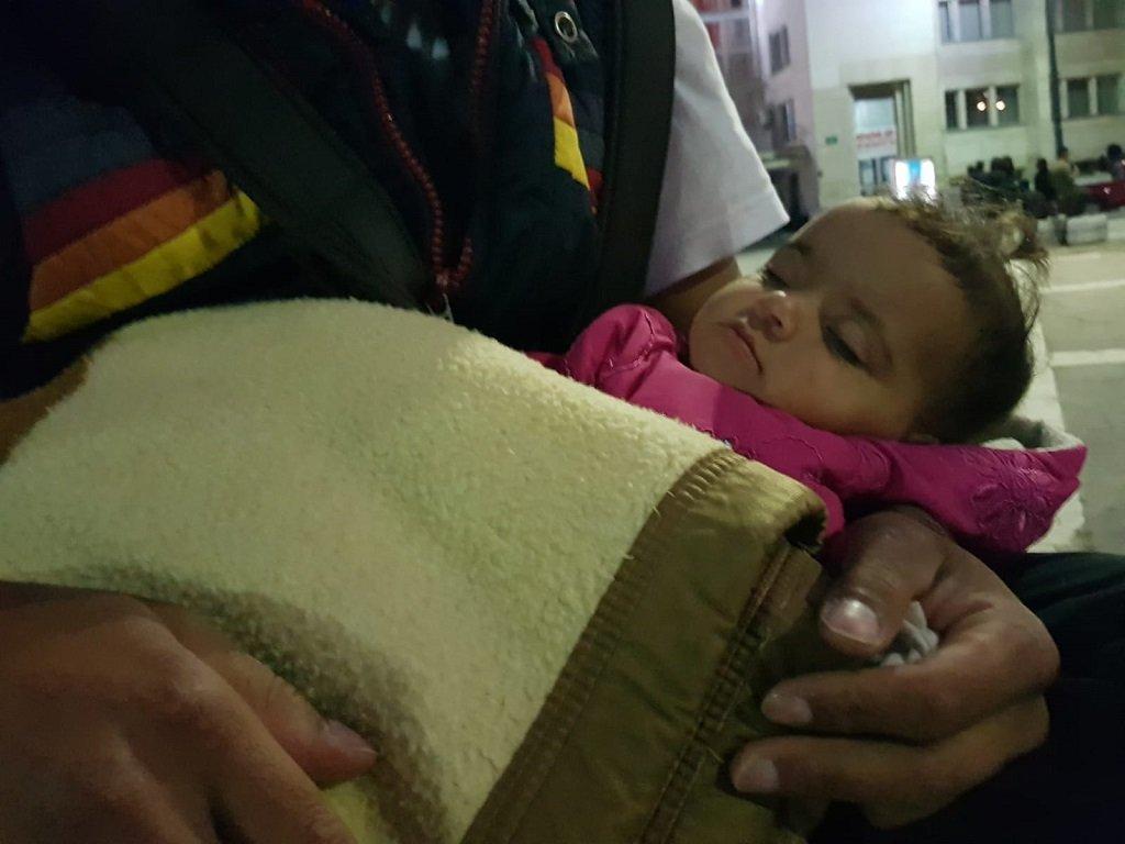 Abdallah rocks baby Maria in Sarajevo, Bosnia. (Photo: InfoMigrants)