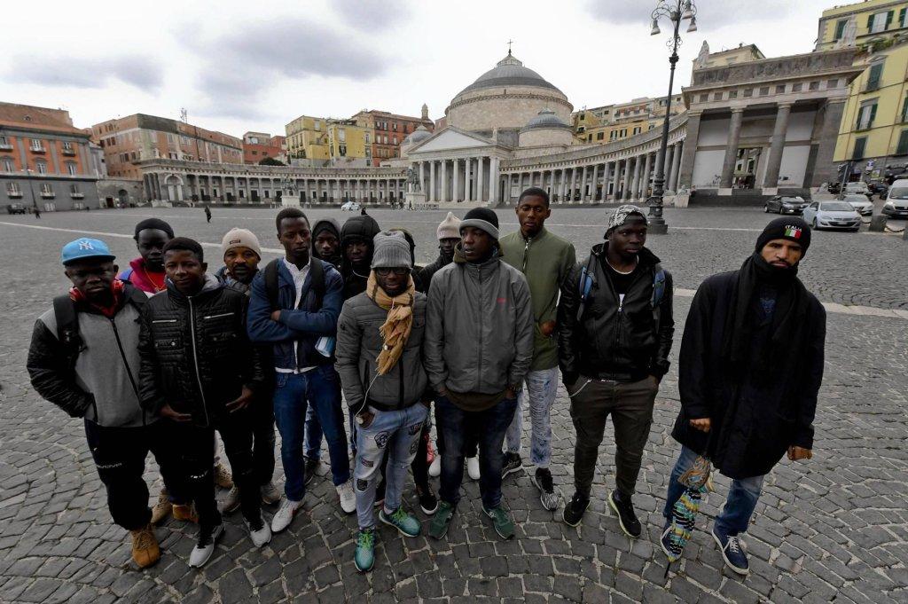 ANSA: بعض المهاجرين في أحد مراكز الاستقبال في نابولي. المصدر: أنسا/ سير فوسكو.