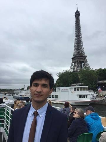 Omaid profite de son temps libre pour visiter Paris. Crédit : Omaid