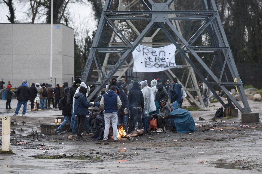 شمار زیادی از پناهجویان در شهر «کاله» برای رفتن به انگلستان روز شماری میکنند. عکس از مهدی شبیل