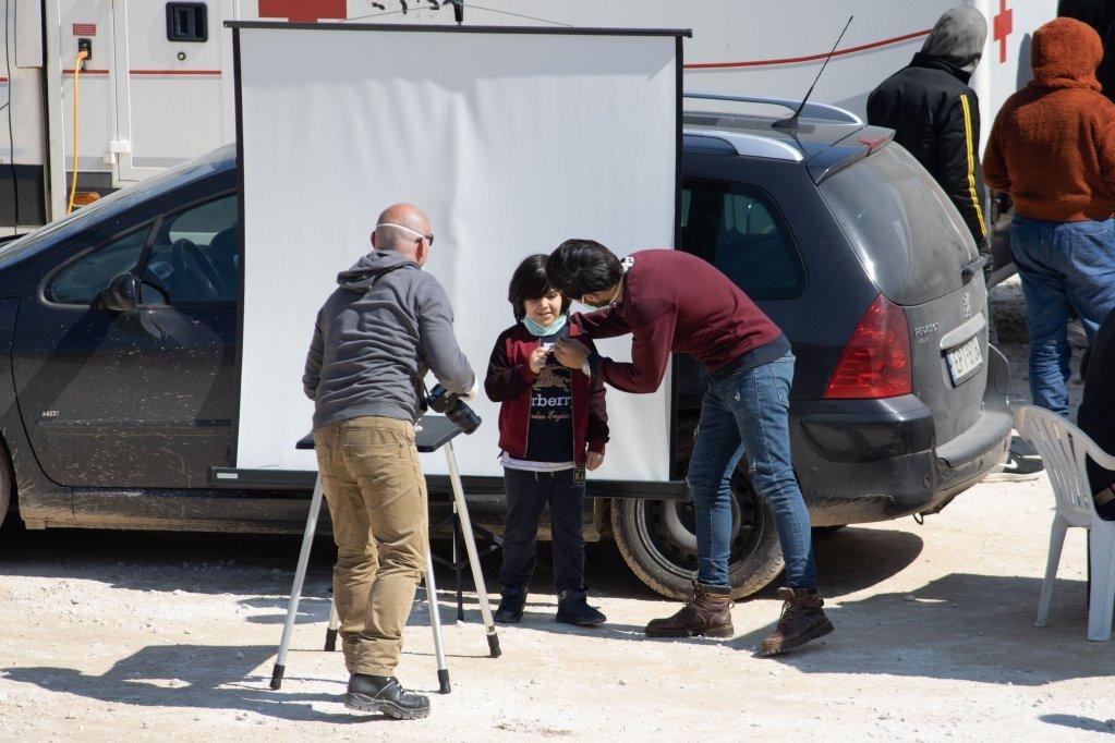 Un enfant photographi dans le camp de Seres  Photo picture-alliance