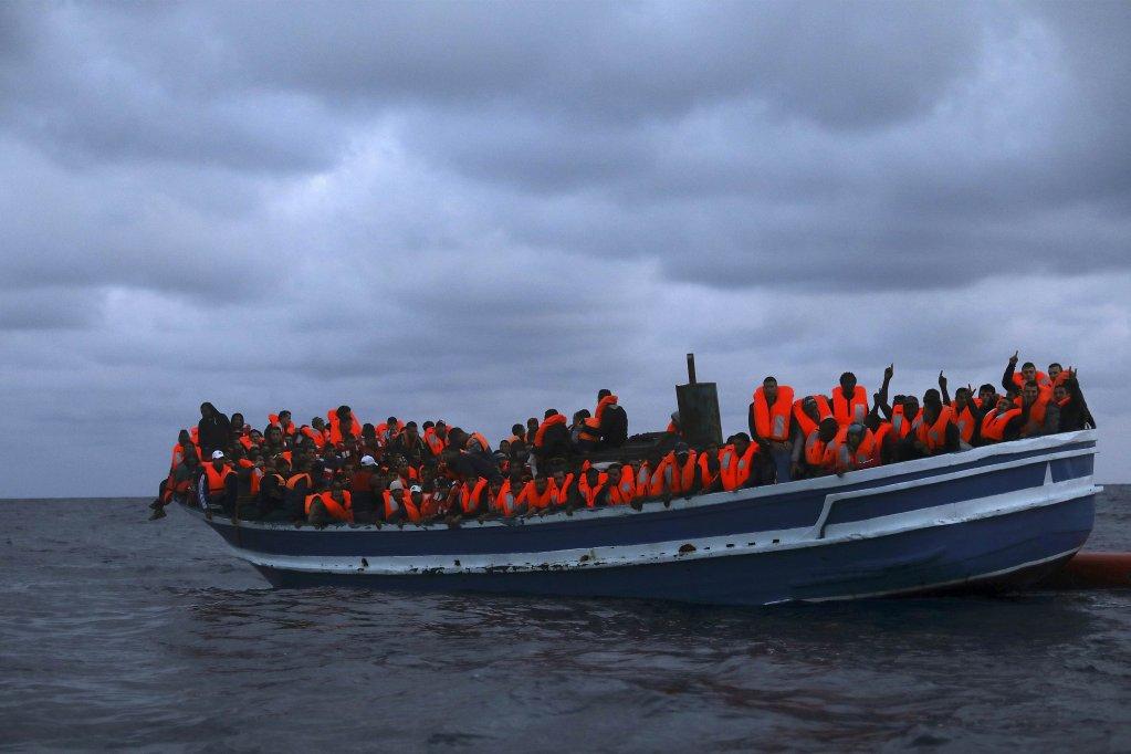 Bateau de migrants en Méditerranée. Crédit : Reuters