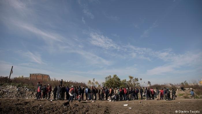 المطبخ الذي لا يحمل اسماً تديره مجموعة صغيرة من المتطوعين الذين يقومون بتوزيع وجبة الإفطار وتقديم المساعدة للاجئين والمهاجرين الذين تقطعت بهم السبل على الحدود الصربية الكرواتية. وقد تخلت السلطات عن اللاجئين إلى حد كبير