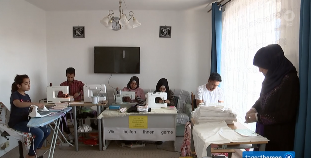 A picture of Yassim's family busy sewing masks to help the community fight the coronavirus pandemic | Source: Screenshot ARD report